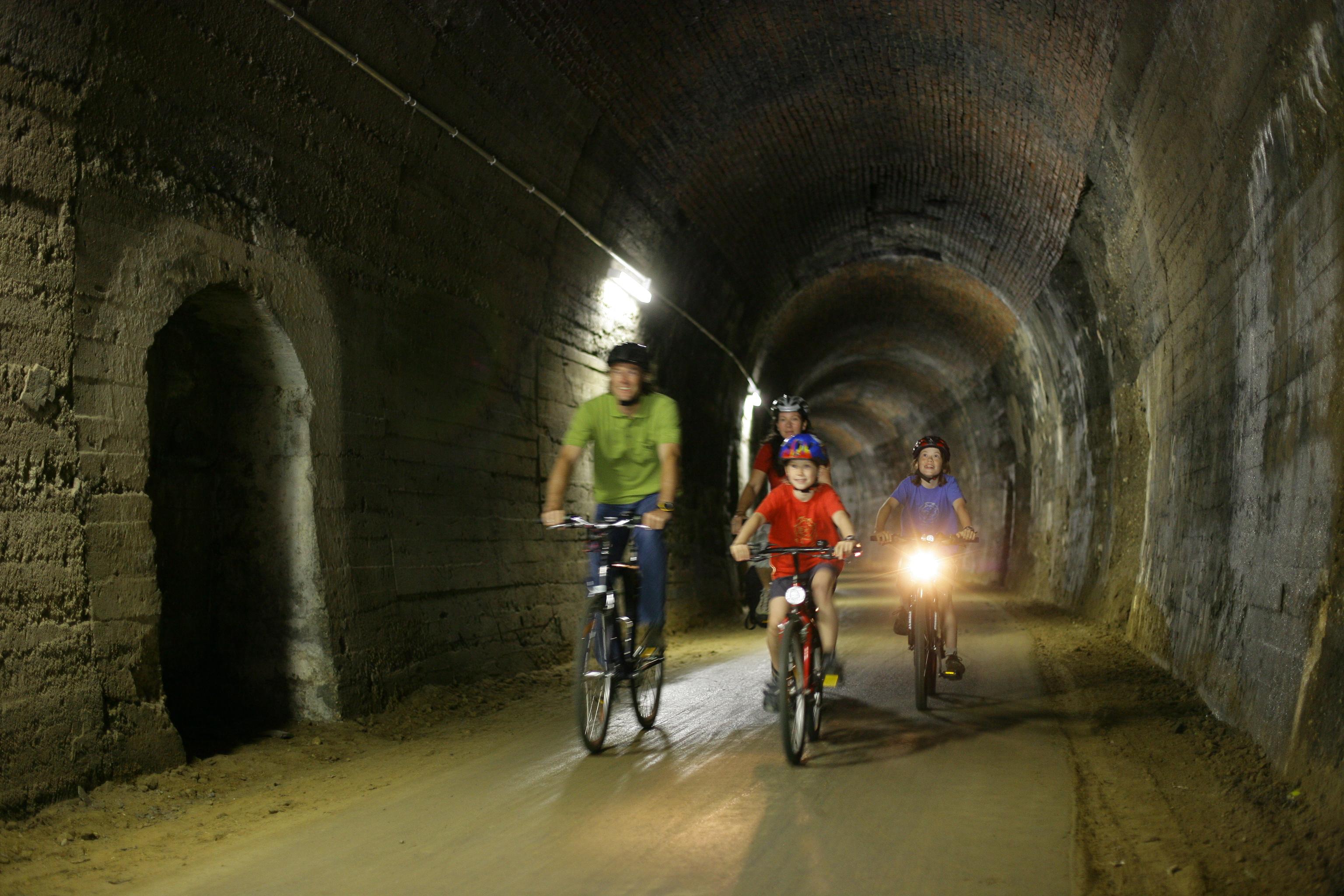 Fahrradweg Tunnel